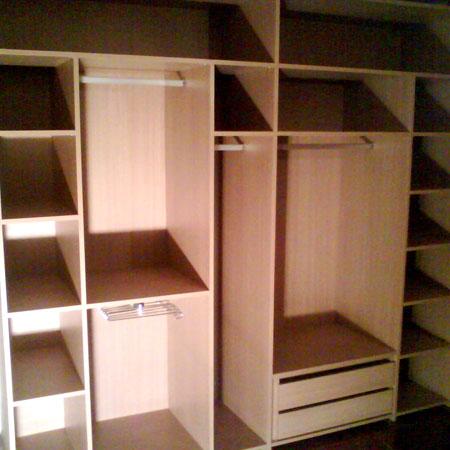 interior de armario forrado en melamina