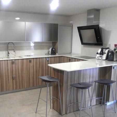 Cocina barra integrada - Amueblamiento de cocinas ...