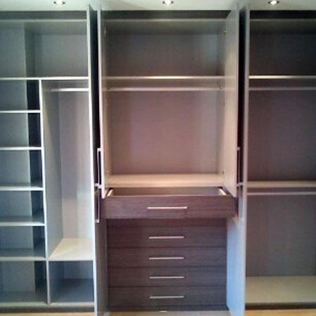 interior de armario con corte de pilar