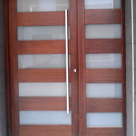 Puertas exterior carpinter a us n for Disenos de puertas en madera y vidrio
