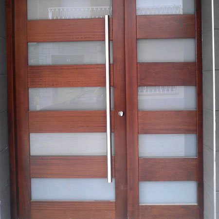 Puertas exterior carpinter a us n for Puertas de entrada con vidrio