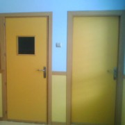 puerta melamina con cristal incorporado
