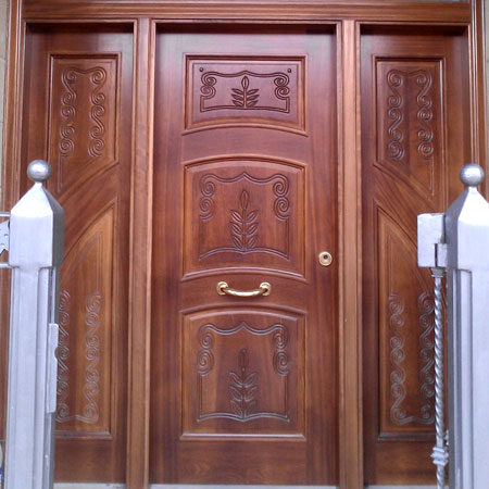 Puerta talla hoja y dos fijos for Diseno de puertas en madera para exteriores