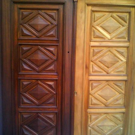 puerta en proceso de restauración