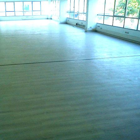 suelo laminado para oficinas