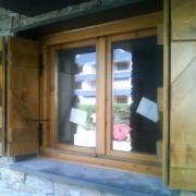 ventana con contraventano tipo z