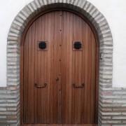 puerta exterior de medio unto de dos hojas